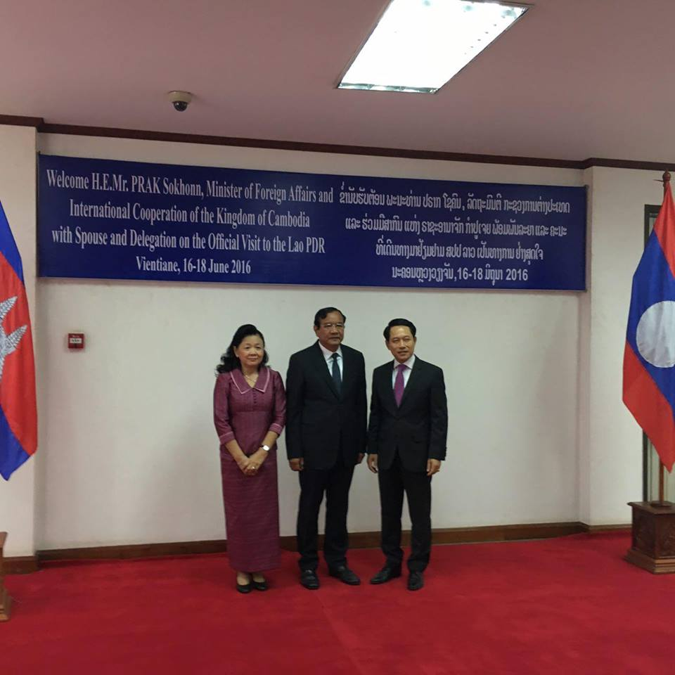 sm-paid-official-visit-to-lao