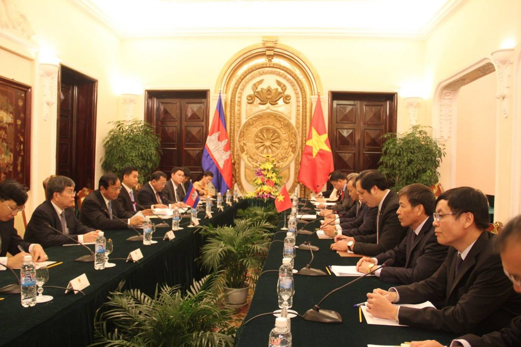 sm-paid-official-visit-to-vn-met-with-dpmfm